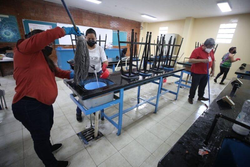 Del 11 al 13 de agosto, jornadas de limpieza en escuelas mexicanas. Llaman a participar a maestros, padres y personal