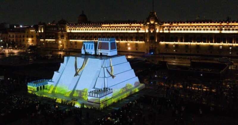 FOTOS: Maqueta del Templo Mayor se ilumina para celebrar la resistencia indígena. Fue decorado con luces y figuras de la cultura mexica