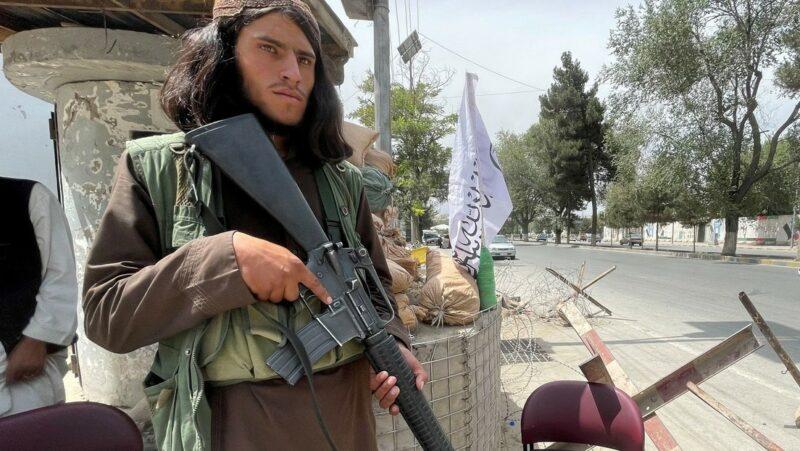 """Una """"cantidad considerable"""" de las armas de EU en Afganistán, en manos de talibanes, admite la Casa Blanca"""