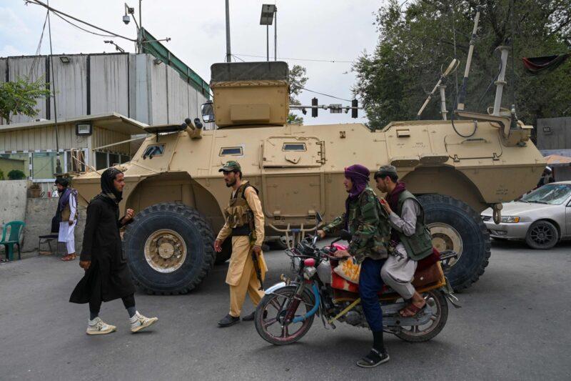 Video: Ofrecen talibanes amnistía en Afganistán; invitan a mujeres al gobierno