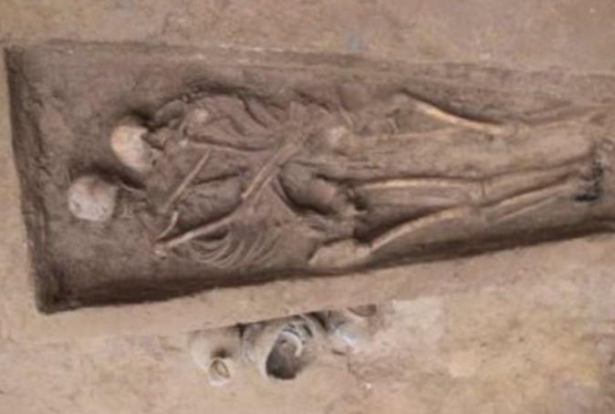 Pareja deja huella de su amor en tumba china de hace mil 500 años