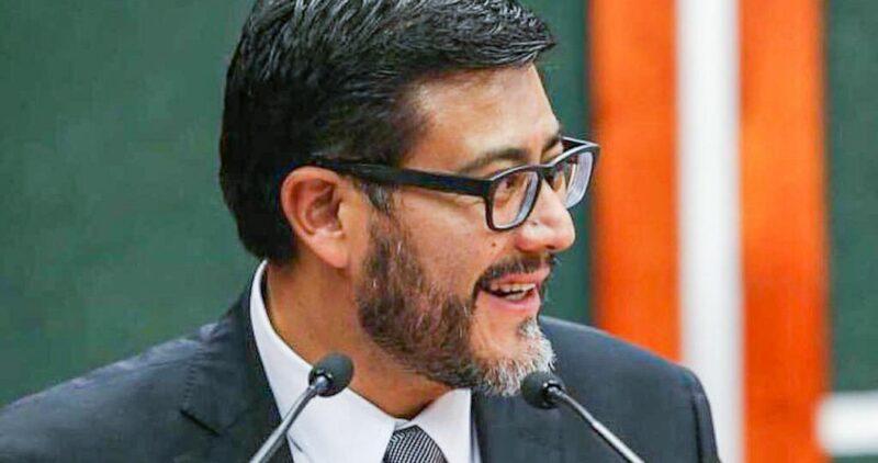 El nuevo presidente del Trbunal Electoral inicia gestión comprometido por sus nexos políticos, sobre todo con Calderón, y posible corrupción. Es investigado por la Fiscalía