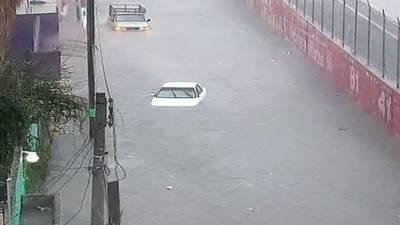 Video: Dos muertos por inundaciones en Ecatepec, que afectaron a un hospital, a 50 mil personas y paralizaron servicios públicos