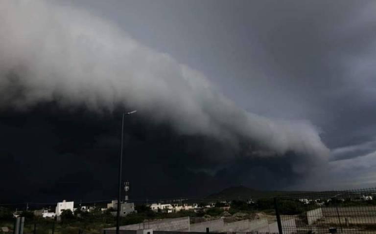 """Videos: El huracán """"Olaff"""" se degrada a categoría 1 en Baja California Sur. No se reportan lesionados ni fatalidades. Hay suficientes alimentos. 20 mil turistas, a salvo"""