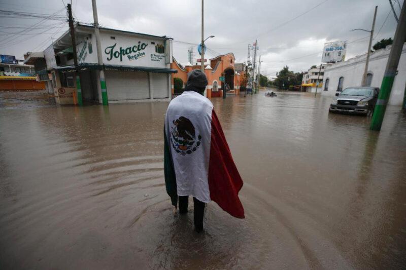 Videos: Son 17 muertos en Tula por falta de oxígeno durante inundación que dejó sin electricidad a la clínica del IMSS, donde estaban conectados los enfermos de COVID