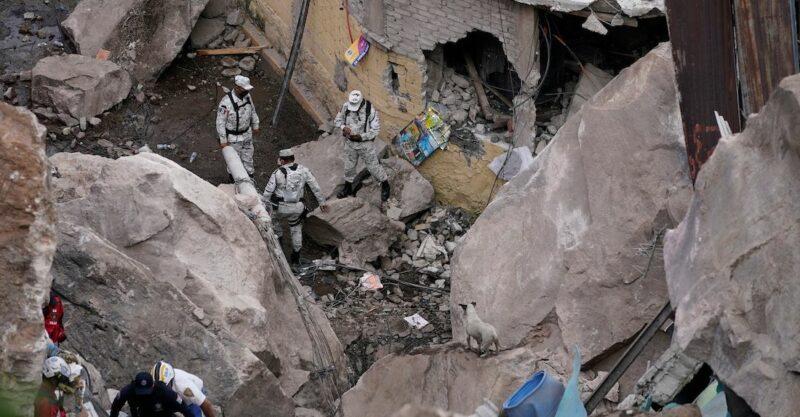 Videos: Militares, topos, bomberos laboran en el Chiquihuite. Se evacuan 80 casas: Del Mazo