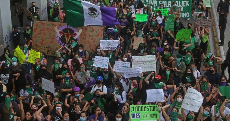 Videos: A partir de hoy, ninguna mujer irá a la cárcel por abortar en México. La decisión de la Suprema Corte impulsa esa agenda en América Latina, afirma prensa extranjera