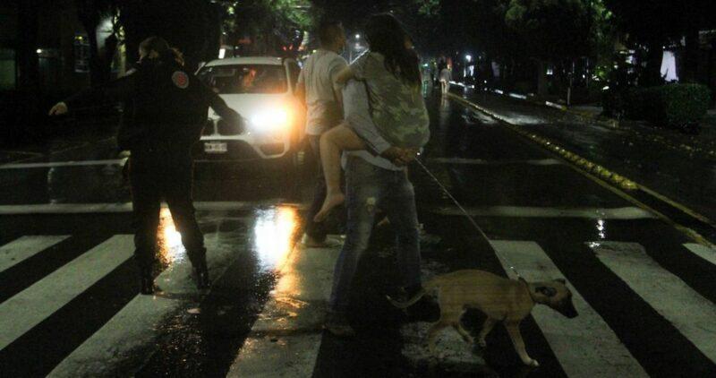 Videos: Sismo de 7.1 grados en la Ciudad de México. No hay daños graves, ni pérdida de vidas humanas en la capital, Puebla, Guerrero, Oaxaca y Estado de México, reporta AMLO