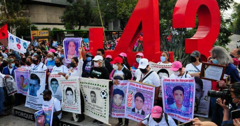 A 7 años de la desaparición de los 43, miles expresan coraje por falta de resultados para encontrarlos