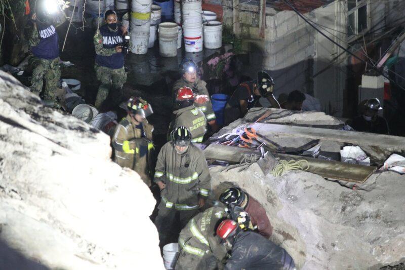 600 brigadistas buscan a sobrevivientes por derrumbe del Chiquihuite. Se trabaja en el apuntalamiento de grandes rocas para continuar con las maniobras de rescate