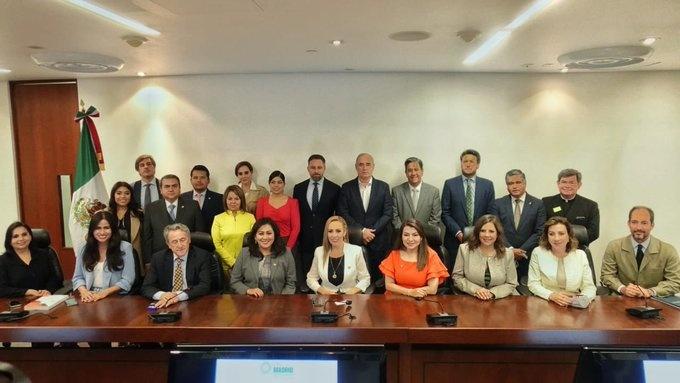 "Firman senadores del PAN y la ultraderechista española VOX carta contra comunismo en la ""iberofera"""