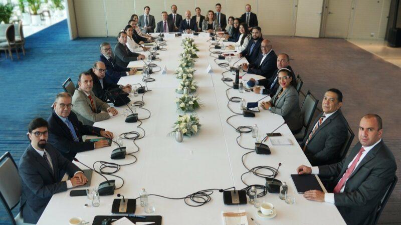 Arriba delegación del gobierno de Venezuela a la Ciudad de México; retoma diálogo con opositores