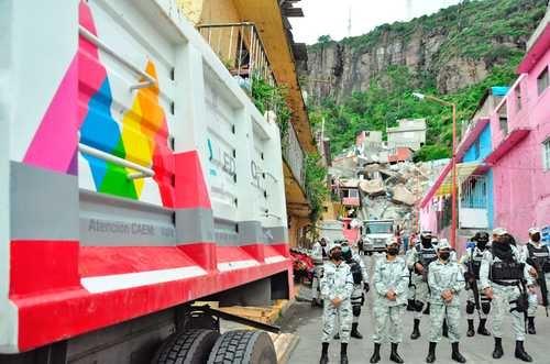 Advierten sobre más deslaves en el Cerro del Chiquhuite. 126 viviendas en peligro. Por el sismo, 3 muertos y 15 mil afectados en Guerrero. En Tula, 3,574 casas dañadas