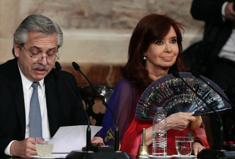 """Cambie política económica"": Cristina Fernández a presidente argentino, quien afirma que no responde a presiones"