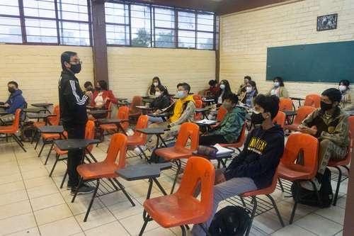 Gran crispación en escuelas mexicanas tras regreso a aulas. El 70% de padres no envían a sus hijos a clases por temor al virus y autoridades piden que vayan