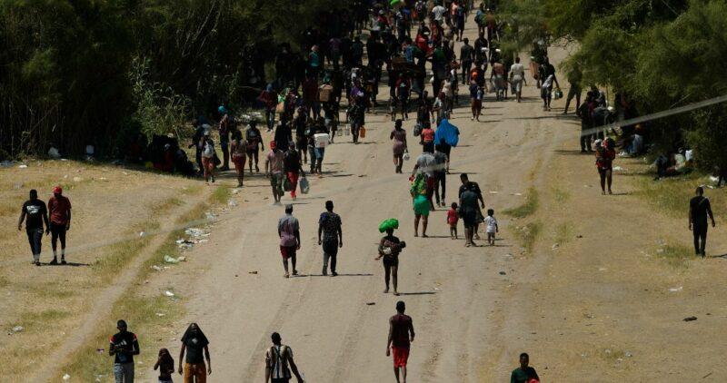 Videos: Texas responde a crisis y cierra frontera con México para frenar flujo de migrantes, mayoritariamente haitianos