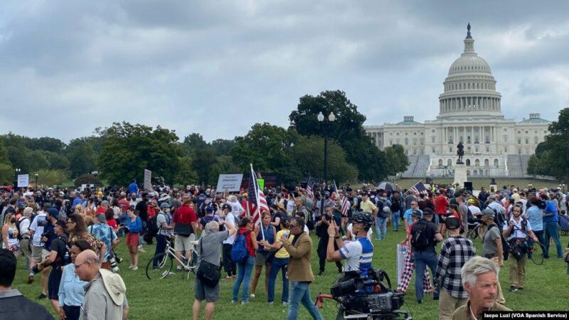 Más policías que extremistas de Trump que protestaron frente al Capitolio