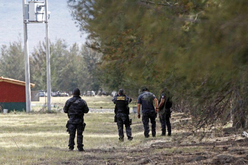 Video: Detienen a ocho policías federales implicados en la muerte de 42 supuestos sicarios del CJNG enTanhuato, Michoacán