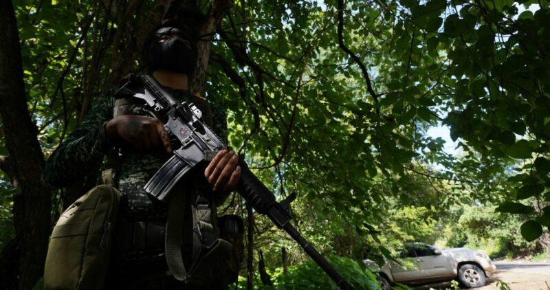 Enfrentamiento entre civiles armados y la Guardia Nacional deja 2 agentes heridos en Tepalcatepec, Michoacán