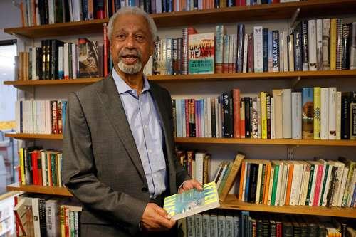 El Nobel de Literatura 2021 reprocha a los gobiernos la falta de compasión ante los indocumentados