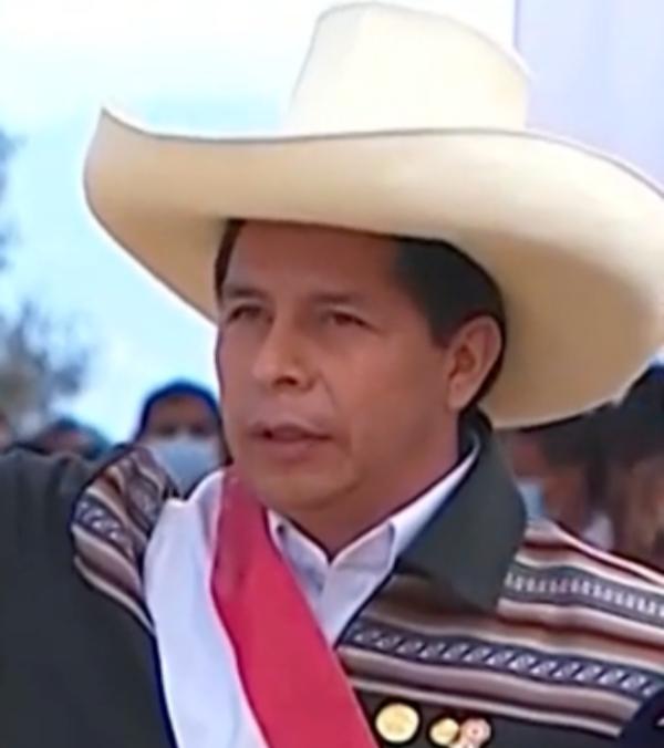 Presidente peruano Pedro Castillo anuncia la renuncia de su gabinete