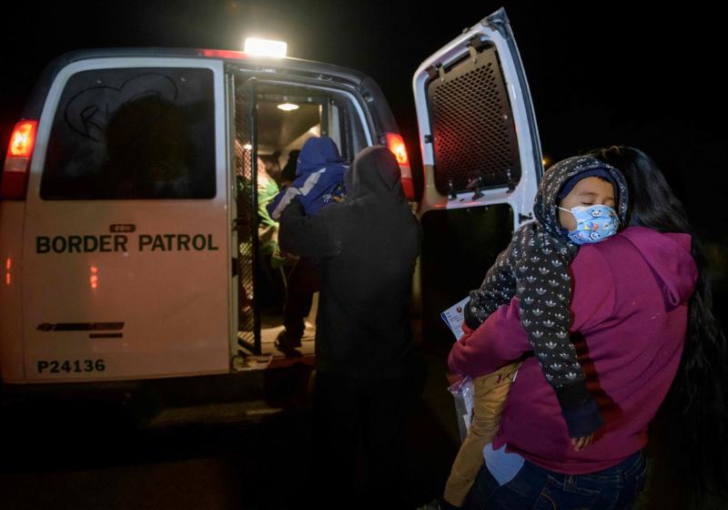 Récord histórico: EU detuvo un millón 734 mil migrantes en un año
