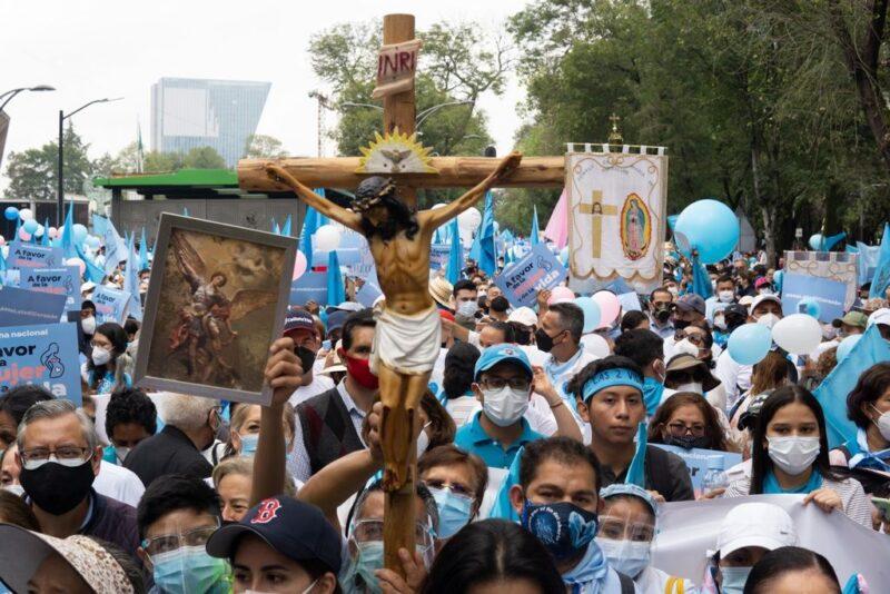 Obispos se unen a la marcha contra el aborto