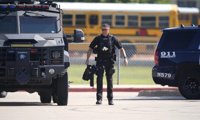 Video  La policía corrige: fueron cuatro heridos y no hubo víctimas mortales en el ataque dentro de una preparatoria en Arlington