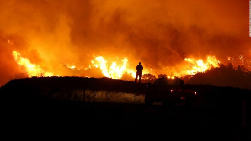 Incendio amenaza propiedad que perteneció al fallecido ex presidente Reagan